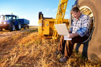 Farmer-w-laptop1-e1342025004660