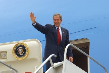 US President George W. Bush waves goodbyes as he prepares to enter Air Force One, at Kirtland Air Force Base (AFB), New Mexico (NM). President Bush visited with Kirtland AFB personnel, while conducting a Mental Health Care Fund Raising trip to Albuquerque, NM.