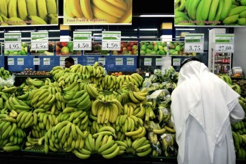 An Emirati man buys fruit ahead of the Muslim fasting month of Ramadan at a supermarket in Dubai on August 20, 2009. Muslims are monitoring the sighting of the new moon to determine the start of the holy month of Ramadan, when they fast from dawn to dusk and give alms to the poor. AFP PHOTO/MARWAN NAAMANI (Photo credit should read MARWAN NAAMANI/AFP/Getty Images)
