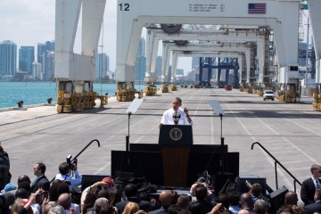 President Barack Obama delivers remarks on infrastructure, at the Port of Miami Tunnel project in Miami, Fla., Martie 29, 2013. (Official White House Photo by Chuck Kennedy)
