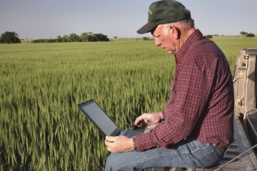 farmer-and-laptop